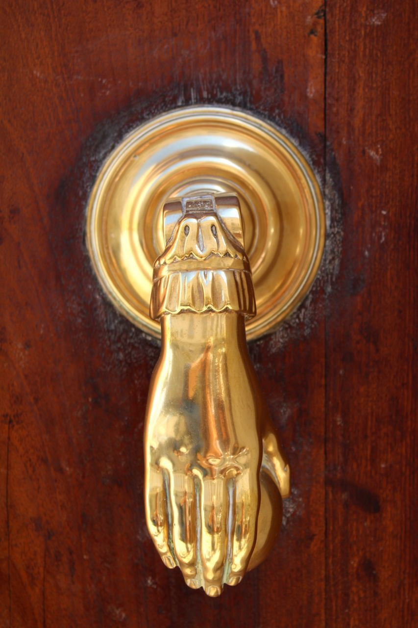 CLOSE-UP OF DOOR KNOCKER