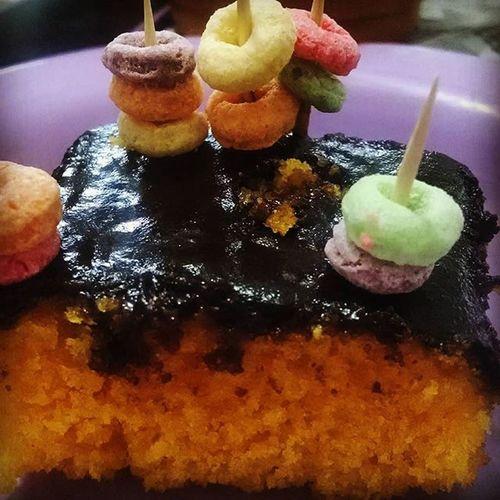 Bolo de cenoura aquaplay, apenas para funcionários da Sweetandhappinessconfeitaria . :3 Cake Cakeporn Chocolate Carrotcake Bolodecenoura Aquaplay Delicious