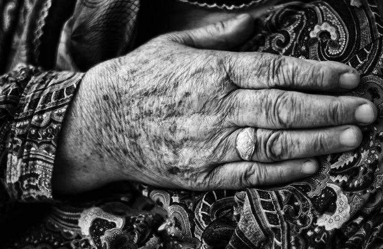 Grandmother Blackandwhite B&w Blackwhitephotography Hand Siyahbeyaz Yaşlı Human Hand Men Senior Adult Human Skin Fingernail Wrinkled Human Finger Close-up