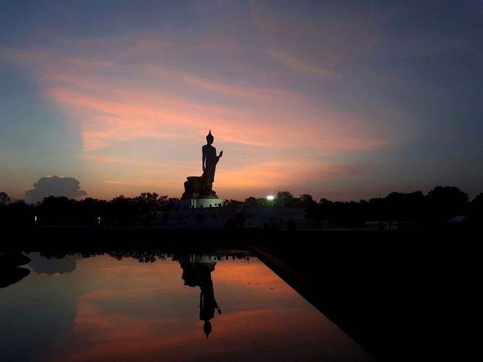 Religious Architecture Religious Art Night Temple Buddha Statue Temple Architecture Shadow Believe Buddha Orange Color Outdoor Outdoor Photography Landscape Holiday Summer Country Vintage Archeology Archeological Site Thailand Asian  Water Sculpture Statue Sunset Silhouette Crown Reflection Cityscape Historic