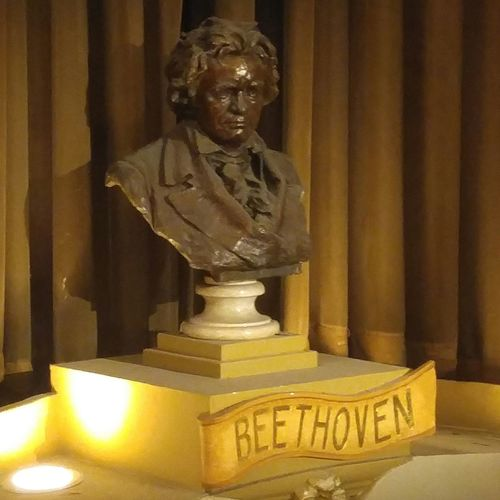 Beethoven bust at the Pabst Theatre. Pabsttheater Milwaukee Beethoven