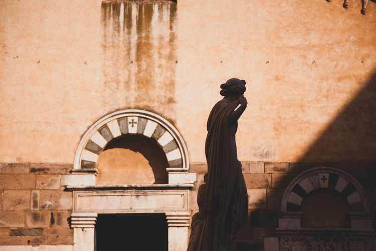 Architecture Lucca Lucca Italy Sightseeing Silhouette Arch Art And Craft Building Exterior History Lazy Afternoon Outdoors Sculpture Statue Travel Destinations 17.62°