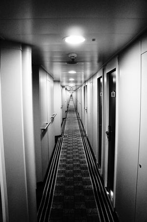 Symmetry Perspective Monochrome Black And White Fluchtpunkt Endless Eternity Hotels No People Doorsondoors