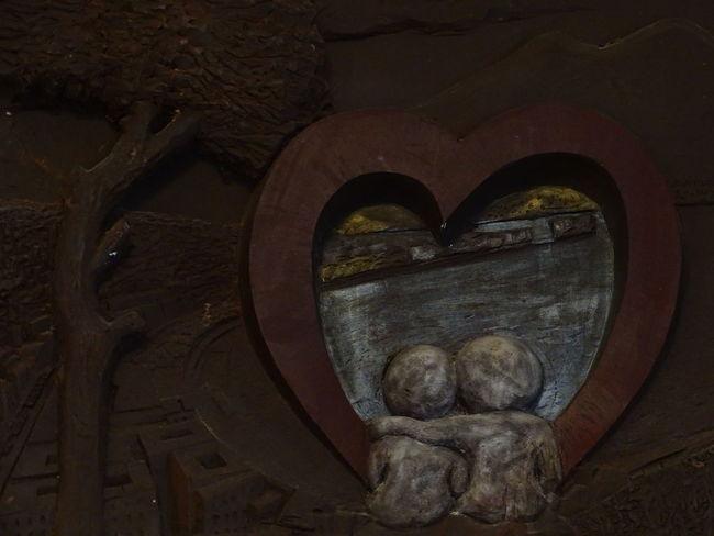 Couple Eden Love Napoli Close-up Indoors  Sculpture Statue Sweet Press For Progress