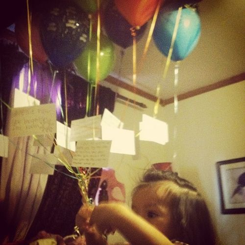 Cacheten got her daddy some balloons for his birthday (: 23ballons 23reasonsweloveyou Bestdaddy Hesahottie sweestdaughterspoilinpadre