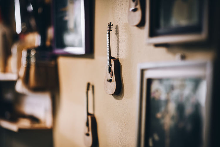 Hand-made Guitar Guitar Love Guitarist Guitars Guitar Player Music Sound Sound of Life Sound Recording Equipment Tool Equipment Craftsman Tool Craftsman Tools Carpenter Wood Craft Wood Craft Tools Wood Craftsmen Wood Crafts Wood Crafting Delicate Delicate Beauty INTEND Workshop Workshops Wood Guitar Room Selective Focus