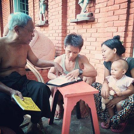 U Soe, Kyaw Ye' Aung, Thida and Thida Theint Theint Aung Studying Daniel WordOfGod