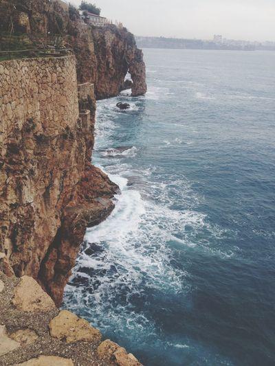 Sea Beauty In Nature Nature Rock - Object Water Rock Formation Cliff Scenics Sky Day Tranquil Scene Tranquility Horizon Over Water Outdoors No People TheWeekOnEyeEM EyeEm Best Shots Manzara Dediğin  Yoldangeçerken
