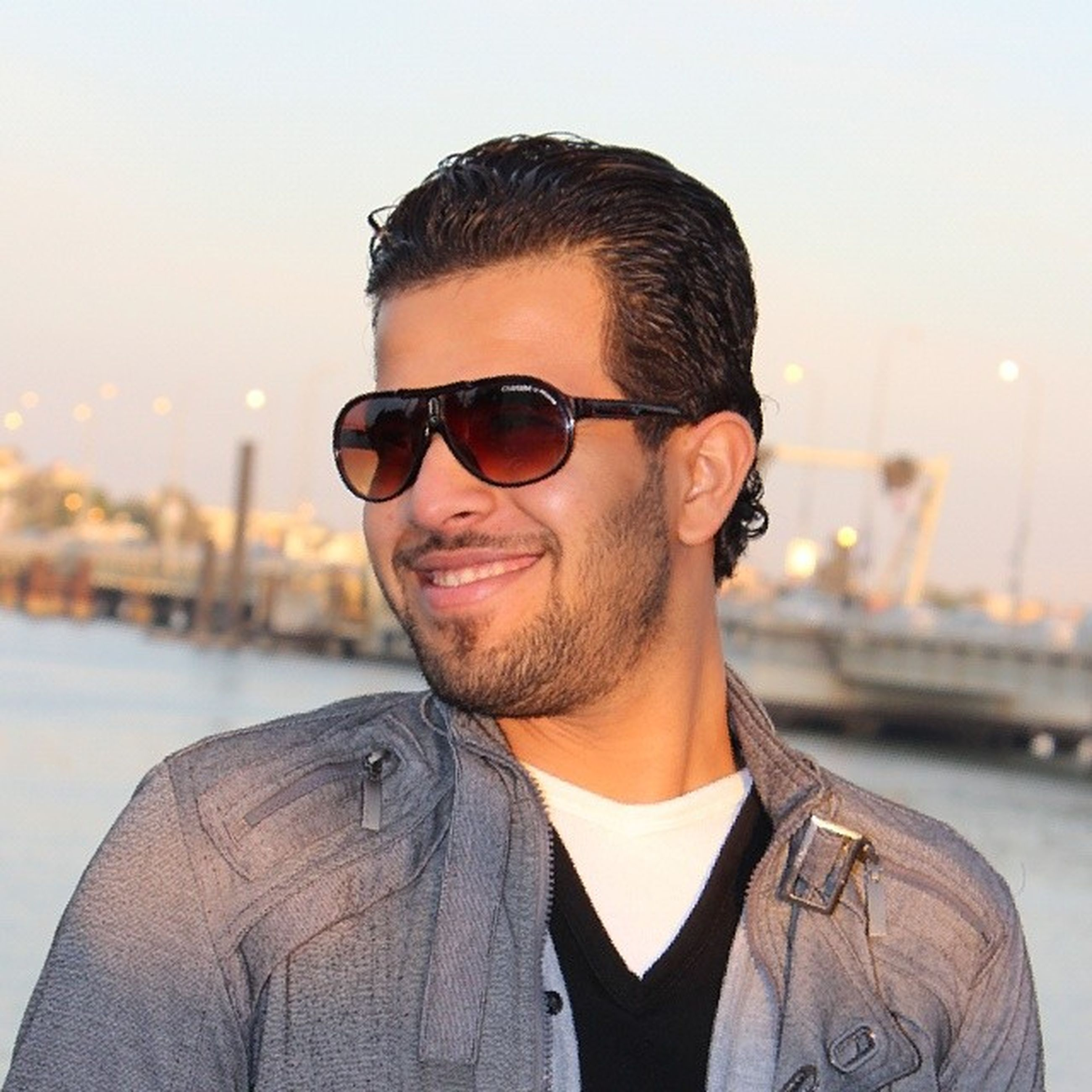 young adult, sunglasses, portrait, lifestyles, young men, looking at camera, person, headshot, leisure activity, front view, focus on foreground, head and shoulders, casual clothing, mid adult men, handsome, mid adult, smiling, close-up