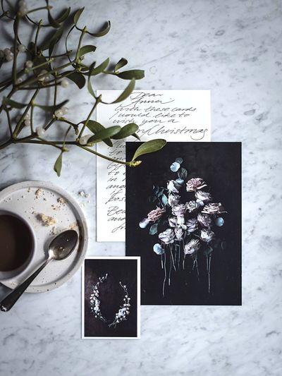 StillLifePhotography High Angle View Directly Above Leaf Lifestyle Photography Coffee Break Coffee Cup Tablescene Coffee Time Gathering Flatlay Mistletoe Table Still Life Breakfast Breakfast Scene Coffee And Sweets Christmas Christmas Letter Handwritten Handwriting  Handwritten Letters