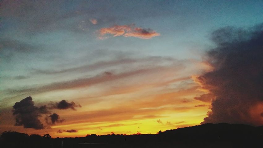 Sky Of Fire Tranquility Orange And Blue Paint The Town Yellow
