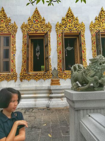 Girl Child Travel Destinations One Person Bovorniwet Tempel Wat Bovorniwet Temple Temple Architecture Buddhism Architecture Bangkok, Thailand Huawei Collection EyeEm Gallery EyeEm Thailand Huaweiphotography