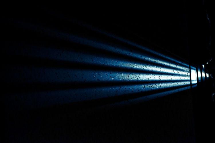カーテンの隙間から差し込む光。 Close-up Dark Darkness Darkroom Diminishing Perspective Eye4photography  EyeEm Best Shots EyeEm Gallery FUJIFILM X-T10 Fujifilm_xseries In A Row Indoors  Light Light And Shadow No People カーテン 光 天井 隙間