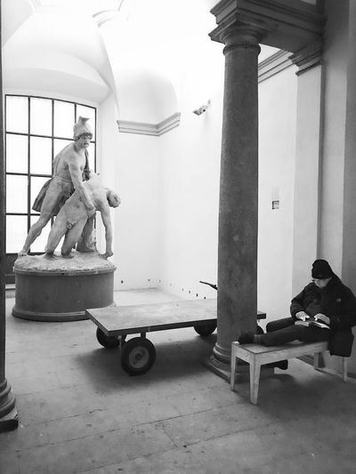 Would you please help?! // Pinacoteca di Brera, Milano // Feb'17 (iP7) Sitting Indoors  Sculpture Statue IPhoneography Italy Milano PinacotecaDiBrera Streetphotography Candid Monochrome Blackandwhite Help IPhone 7