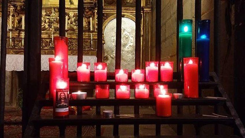 Candles Velas Kynttilät Bougies Cloister Claustro Luostari Cloitre Cathedral Catedral Tuomiokirkko Cathedrale Barcelona Bcnexplorers Bcndreamers Thebarcelonist EnjoyBcn Livelovebarcelona Visitbarcelona Catalunyaexperience Ok_catalunya Igersbarcelona Ig_catalonia