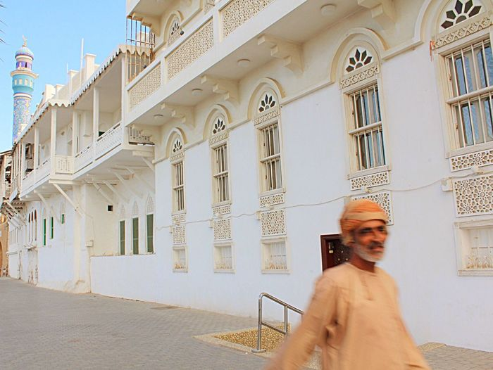 Omani life... Oman Muscat , Oman People People Watching Streetphotography Architecture Building Travel Travel Photography Travel Destinations