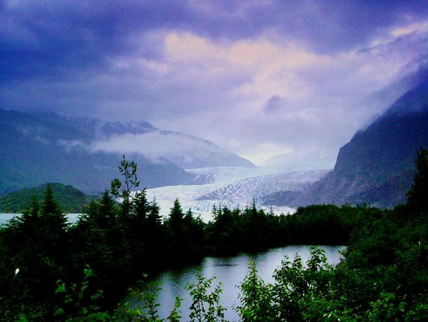 Theadventurehandbook Glaciernationalpark Glacialpath Pond Wilderness Globalwarming Glacier Mountainview Distant Background