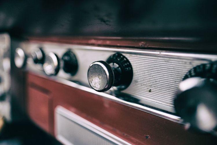 Tune in Vintage Radio Car Radio Plymouth Car Taking Photos Mirrolessrevolution Bilradio Amerikanare Bil Fujinon Fujifilm Fujifilm_xseries XF16mmF1.4 Xshooter Xpro2 Eyem Sweden Fujifilm X-pro2 Kungshamn Enjoying Life Sotenäs Xseries Tune In Rattar Xproii