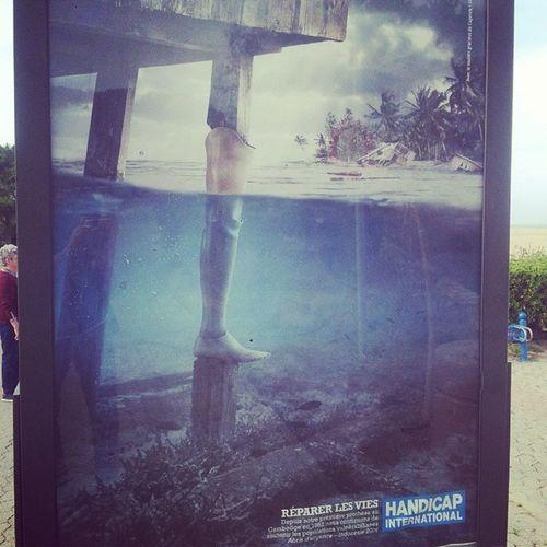 Belle nouvelle campagne de HandicapInternational Affiche vue en bord de mer à Argeles LanguedocRoussillon Pyrénéesorientales