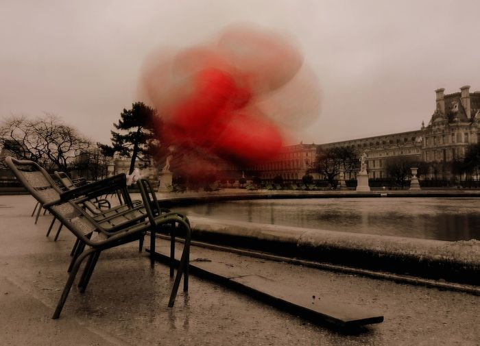 la chaise du coeur Amour Amoureux  Jardin Des Tuileries Coeur Rouge Coeur  Rouge Parc Smoke - Physical Structure Destruction Red Outdoors No People Sky Day EyeEmNewHere Stories From The City Visual Creativity