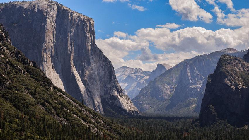The famous tunnel view of the Yosemite valley, California. California Iconic USA Landscape USA Natur Yosemite Yosemite National Park Beauty In Nature California Nature Day Iconic Landmark Iconic Landscape Landscape Mountain Mountain Range Nature No People Outdoors Peak Range Scenics Sky Snow Tranquil Scene Tranquility Yosemite Valley