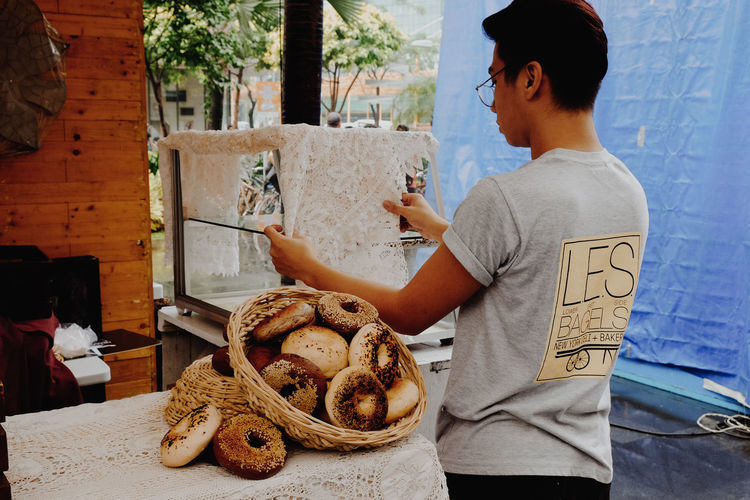 Bagels vendor One Person Bakery Bread Adults Only One Man Only Only Men Adult Philippines People Men Day Outdoors Vendor Bagels Bagelsforbreakfast Morning_breakfast Prepairing