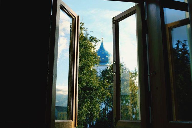 троице-сергиева лавра Russia Monastery EyeEm Gallery EyeEmNewHere Religion Window Glass - Material Tree Sky Indoors  No People Day Architecture Colour Your Horizn
