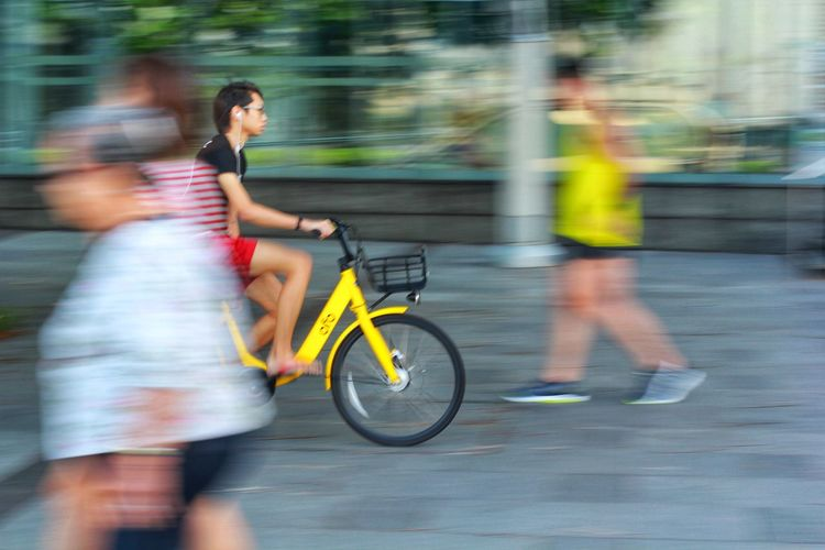 Bicycle in Singapore Panning Electric Singapore Singaporean Bike In Singapore Mobike Bicycle Mobike Ofo Ofo Bicycles Ofo, Mobike, Blue Gogo City Women Full Length Exercising Motion Bicycle Healthy Lifestyle Muscular Build Commuter Athlete Racing Bicycle Bicycle Lane Sports Race Cycling Cycling Helmet Riding Pedal