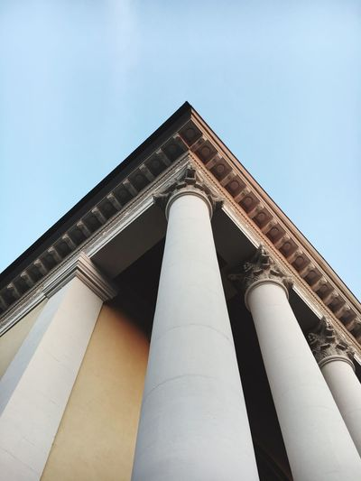 Architecture Low Angle View Built Structure Building Exterior Architectural Column Clear Sky History City National Landmark Column Day Famous Place Outdoors Pillar Architectural Feature Monument Historic Culture Spire  Colonnade Photography Past Sky Blue Sky Enjoying Life