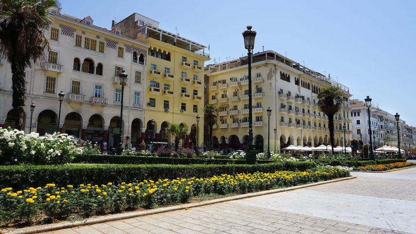 Architecture Outdoors Building Exterior Day Sky Adult Only Men Built Structure City People One Man Only Full Length Adults Only Clear Sky One Person Politics And Government ARISTOTELOUS SQUARE THESSALONIKH Aristotelous Square Salonika Square Greece Thessaloniki Adults Only Tree Travel Destinations