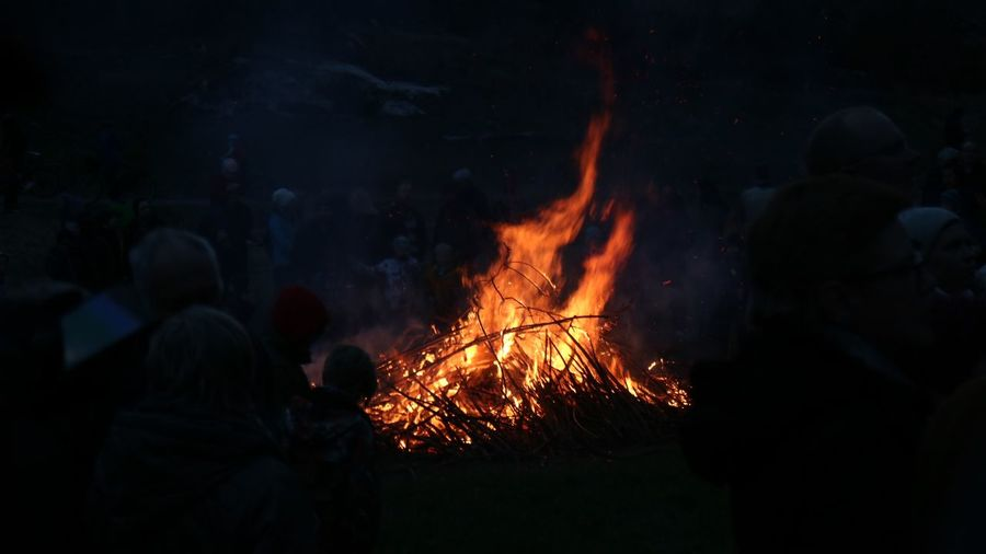 Bonfire Eld Walpurgis Night Walpurgis Valborg Heat - Temperature Real People Burning Fire Night Group Of People Flame