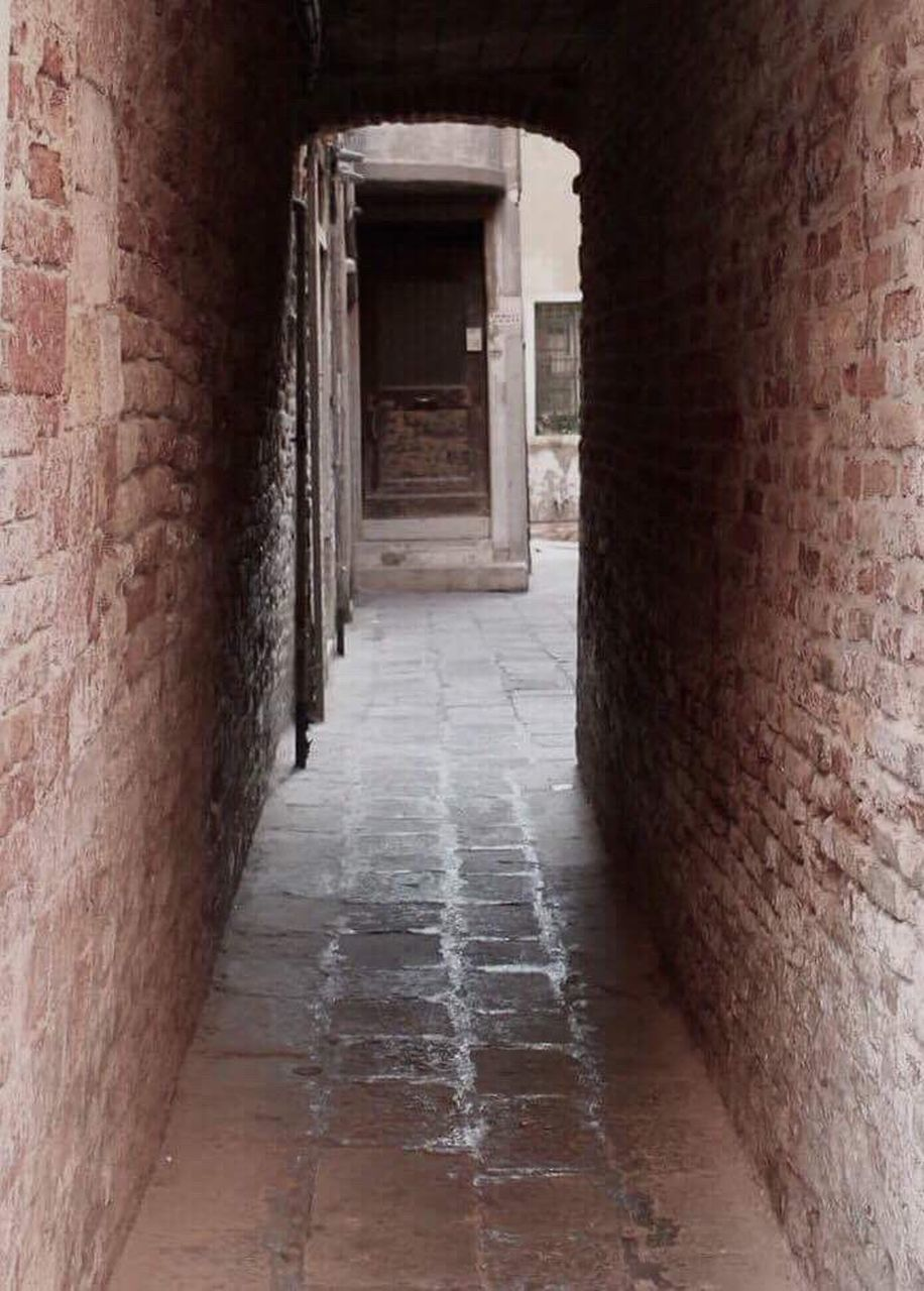 architecture, built structure, door, corridor, doorway, building exterior, arch, history, day, no people, indoors, city