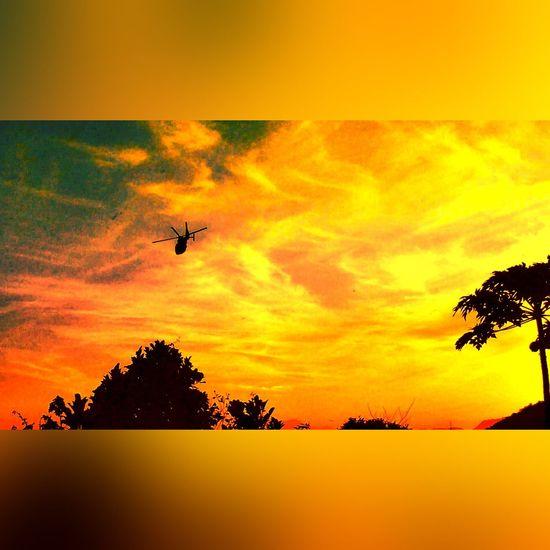 Operation Surf 🚁 EyeEm Gallery Helicopter Operation Aviation Photography Flying Helicopter 🚁 EyeEm Best Edits EyeEm Best Shots Sky Angra Dos Reis RJ BRASIL ☀️🇧🇷 Perspective Surf