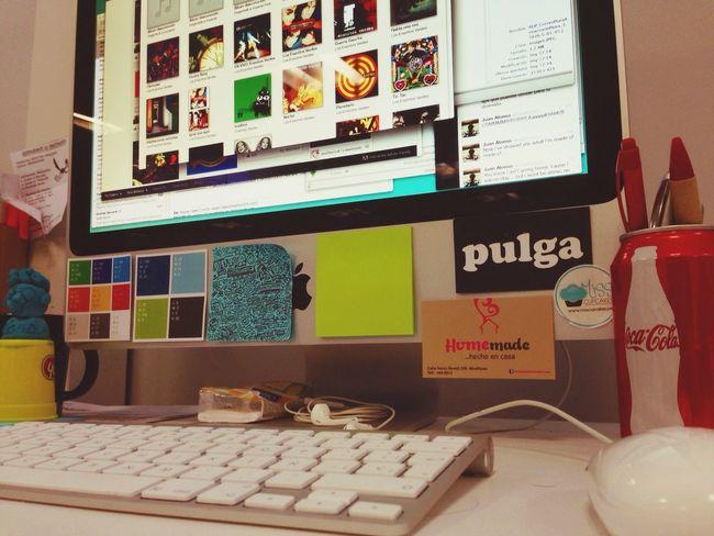 Escritorio ordenado Working Papers Apple On A Break