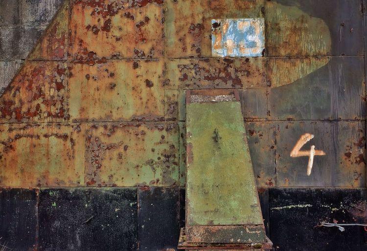 a Urban Decay