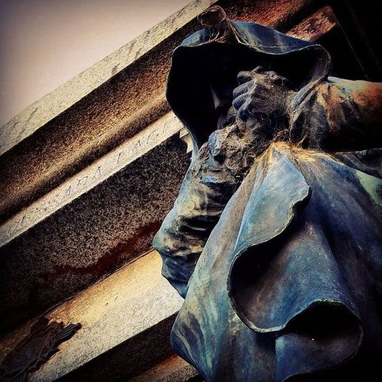 Senor Tenebroso . Julepe Miedo Muerte Espectro MasAlla Cementerio Death Scary Spectrum Spectral Cemetery Sculpture Grave Walkingdead Art Recoleta Buenosaires Ba
