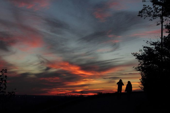 🌆🌞🙌🏻 Sunset Togetherness Beauty In Nature Sky Cloud - Sky Men Orange Color Dark Outdoors Tranquility