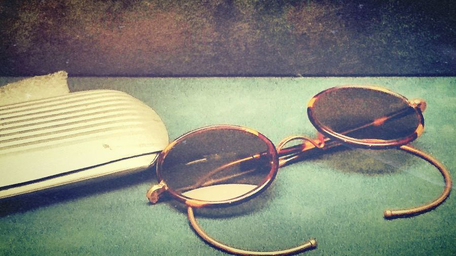 Eye Glasses Spectacle Glass Antique Old Eyeglasses Case Dark Green Turtorise Colour Memory Hope Clear Vision Thoughts Calm Silence Innovative Light And Shadow Eyeem Market Silent Moment Creative Photography EyeEm Gallery EyeEm Best Edits Inspired Looking Into The Future Looking Through