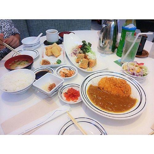 คิดถึงอยากกินนนนน ตอนนี้หิวไง ㅠㅗㅠ ข้าวแกงกระหรี่หมูทอด ชาเขียว หิวมากกกก Mucha Fuji