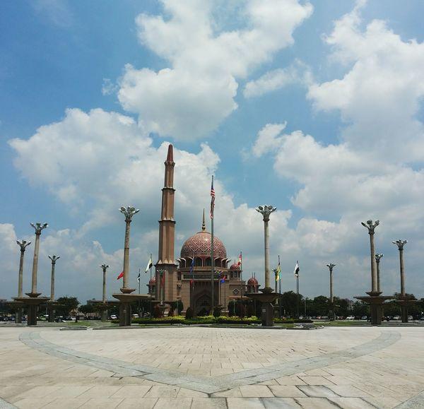 Putra Mosque during sunny day. PutraMosque Putrajaya DataranPutrajaya Sunny Afternoon Asian  EyeEm Malaysia Malaysia Flags