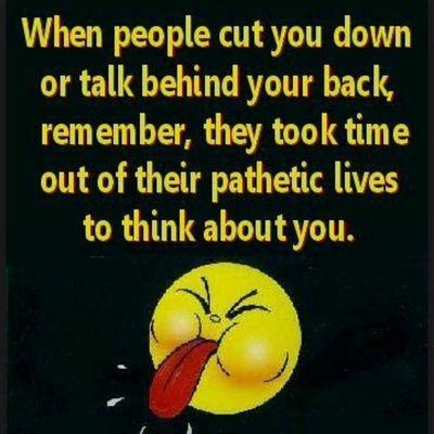 Riktiga vänner finns alltid där när du behöver dem Falska vänner säger att de finns där för dig med när det väl gäller så gör dem inte det Riktiga vänner finns vid din sida även om du har fel Falska vänner pratar skit bakom din rygg Riktiga vänner lämnar aldrig dig ute Falska vänner märker inte om du är där eller inte Riktiga vänner sviker dig aldrig Falka vänner gör det gång på gång Riktiga vänner märker om du mår dåligt Falska vänner bryr sig inte Riktiga vänner är den sortens vänner som du inte kan leva utan och som alltid finns där för dig i vått och torrt. Vet du vilka dina riktiga vänner är nu? För det vet jag. ??