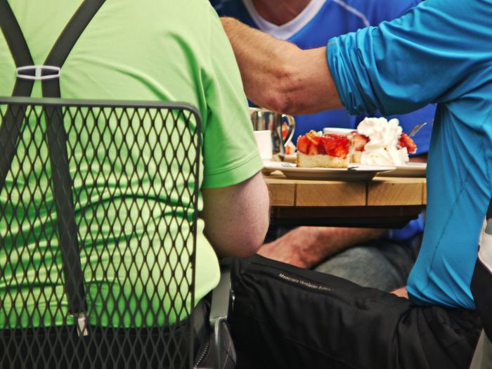 Blue Color Braces Day Eating Green Color Healthcare And Medicine Hospital Men Midsection Outdoors Patient People Real People Sitting Strawberry Cake Summertime Togetherness Tshirts Wooden Desk