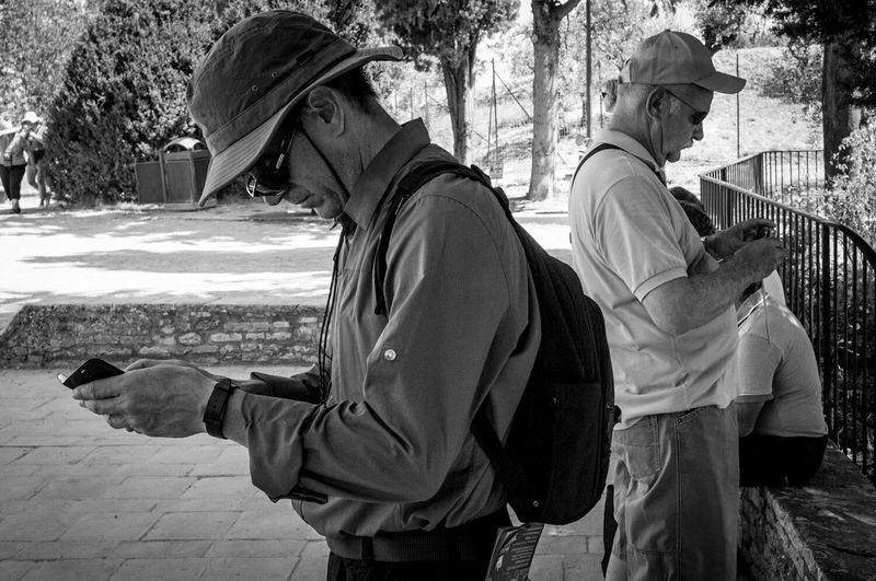 Double Telefon The Street Photographer - 2015 EyeEm Awards Black And White Blakandwhite Monochrome Streetphoto_bw Streetphotography Lampgrafic@gmail.com Circolofotograficotriestino The Tourist
