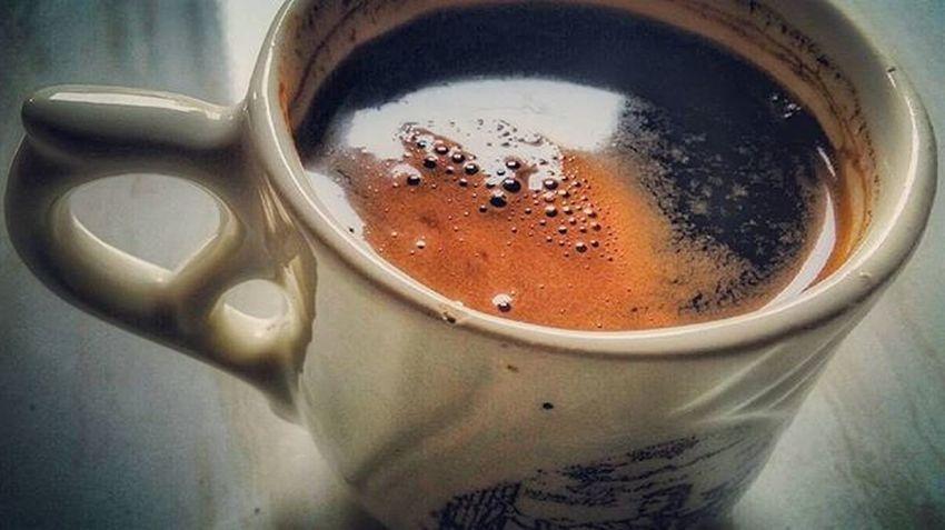 Sesuatu yang diutarakan tak selalu sepengerti, namun tetap ujarkanlah... . . . Karna mereka takkan pernah tahu niatmu bila tuturmu dibungkam dalam lakumu saja, seduhkan kopi, persilakan duduk sekelilingan, hirup aroma perekat kelakaran itu juga, lantas... . . . biarkan mengalirkan... . . . Coffeeholic Coffeelover Coffeedrunker Coffee Blackcoffee Specialtycoffee Singleorigin Kopi Kopitubruk Kopihitam Coffeetime Everytimeiscoffeetime Kalosi Toraja Mobilephotography Photographcatcher Ksagamaksara
