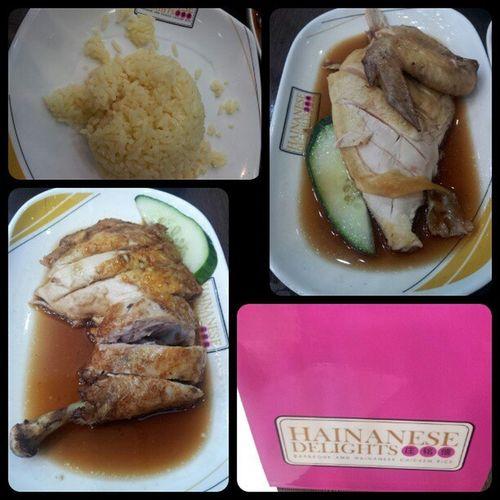 Hainanese Delights for lunch! Hainanesechicken Hainanesefriedchicken Latelunch Yummy Happytummy sundate