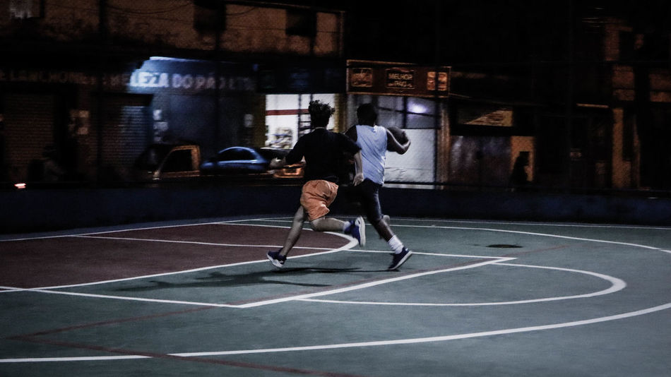Ball Basketball - Sport Casual Clothing Clothing Competition Court Effort Full Length Healthy Lifestyle Leisure Activity Lifestyles Men Motion One Person Playing Real People Skill  Sport Vitality Young Adult