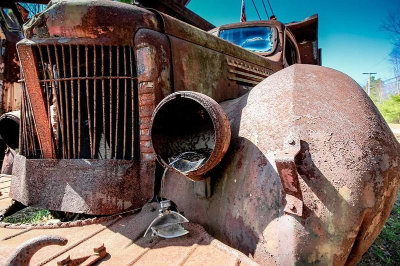 """It's better to burn out than it is to rust"" Rust Never Sleeps Rusty Truck International Truck Dump Truck Antique Truck Rusting Taking Photos Check This Out Out And About Eye4photography"