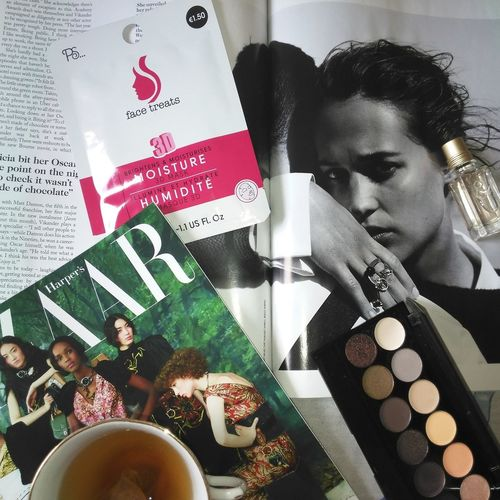 How mornings should be Vogue British Vogue Sunday Morning Reading Reading & Relaxing Flatlay Primark Alicia Vikander Face Mask Loccitane Perfume Harper's Bazaar