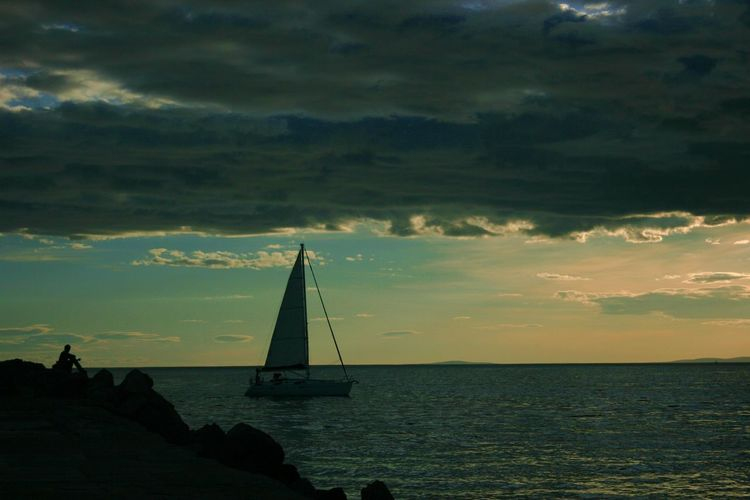 One Person Boat Beautiful Moments Memories Horizon Over Water