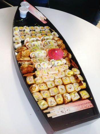 Su-Ship 😋 Foodies Foodporn❤️ Foodpic Deliciousness Sushiporn Sushiroll Sushi Time Sushi!Lunch Today Sushiaddict Yummy :) YumYumLunch! Lunch Box Lunc